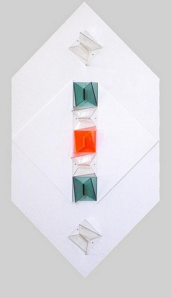 Forlivesi-Mirella-nº1-composizione-madi-plexiglas-fluorescente-y-p.v.c-blanco-125cm-x-63cm-2001